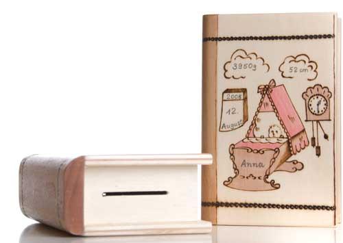 personalisierte spardose aus holz geschenkidee f r m dchen zur geburt. Black Bedroom Furniture Sets. Home Design Ideas